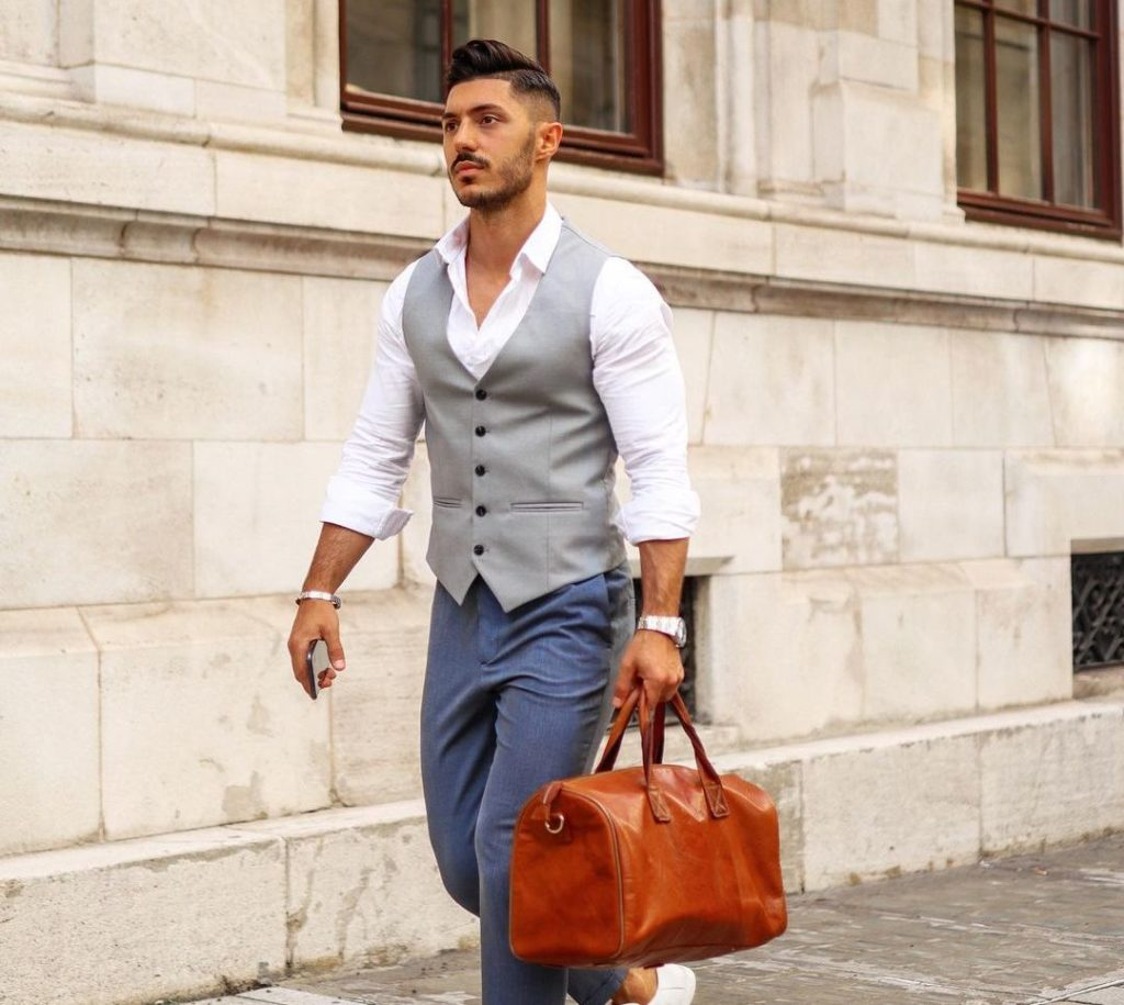 How To Look Elegant At The Office By These Grooming Tips